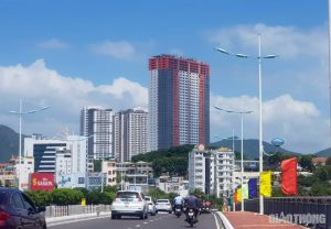 """Chung cư 40 tầng """"xây thô"""", thản nhiên cho hàng trăm hộ dân vào ở"""