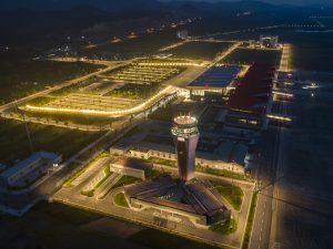 Nhiều tour giá ưu đãi thu hút du khách đến Quảng Ninh bằng đường hàng không