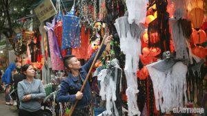 Mặt nạ ghê rợn, đồ hóa trang kinh dị tràn ngập thị trường dịp Halloween