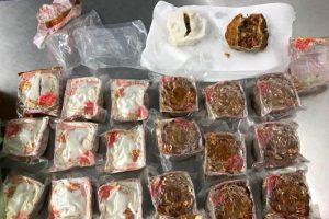 Mang bánh Trung thu sang Australia, du khách Việt bị trục xuất