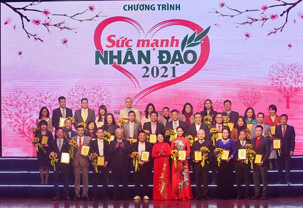 Chủ Tịch quốc hội Nguyễn Thị Kim Ngân tham dự chương trình 'Sức mạnh nhân đạo 2021' : Tết vì người nghèo và nạn nhân chất độc màu da cam
